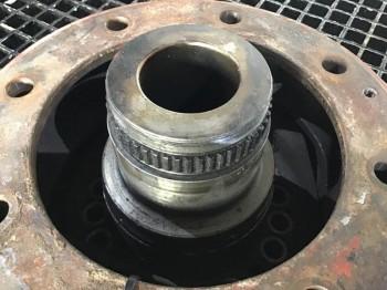 Pivot ZF pentru excavator pe pneuri Liebherr